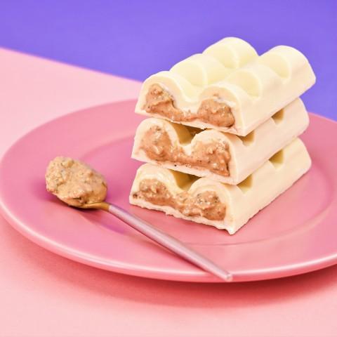 Barra de Chocolate Branco Recheada com Cookies Cream -120g A Dora Adora