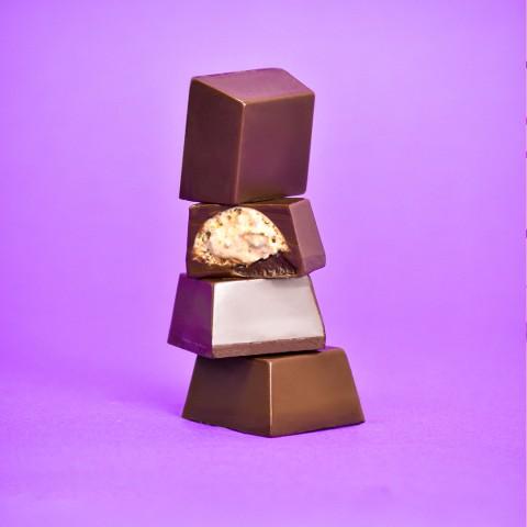 Bombom Preto com Cookies Cream - 20g A Dora Adora