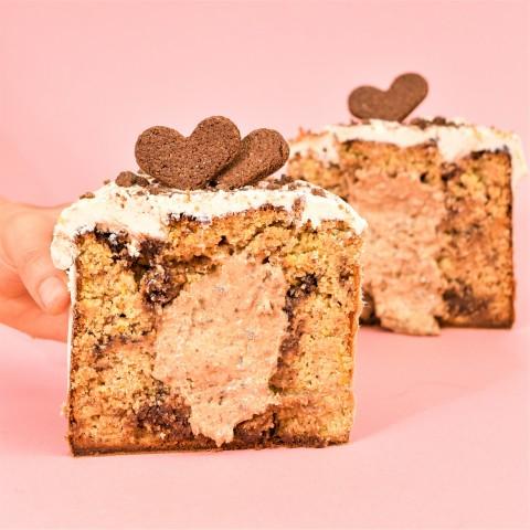 Panetone com Gotas de Chocolate Recheado de Cookies & Cream 750g – A Dora Adora