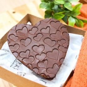 Coração de Chocolate com Bolo Red Velvet e Leite Condensado - 180g A Dora Adora