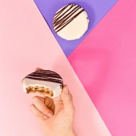 Alfajor de Doce de Leite no Chocolate Branco - 80g A Dora Adora
