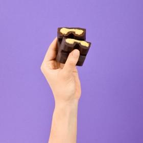 Barra de Chocolate Recheada com Mousse Maracujá- 120g A Dora Adora