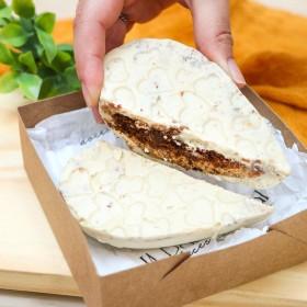 Coração de Chocolate Branco Recheado com Brownie e Cookies Cream - 180g A Dora Adora