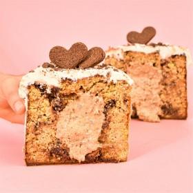 Fatia de Panetone com Gotas de Chocolate Recheado de Cookies & Cream 100g – A Dora Adora